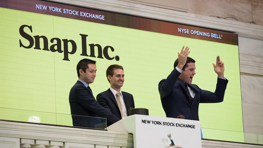 Współzałożyciele spółki Snapchat Bobby Murphy i Evan Spiegel otwierają poranną sesję Nowojorskiej Giełdy Papierów Wartościowych w dniu 2 marca.